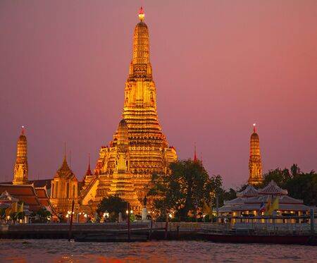 Famous Wat Arun (Temple of Dawn) complex in Bangkok, Thailand photo