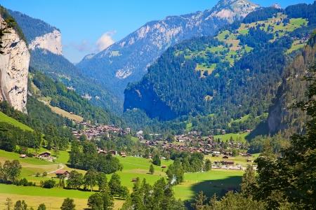 Beroemde dorp Lauterbrunnen in Zwitserse Alpen - vertrekpunt voor de trein reizen in de Jungfrau-regio