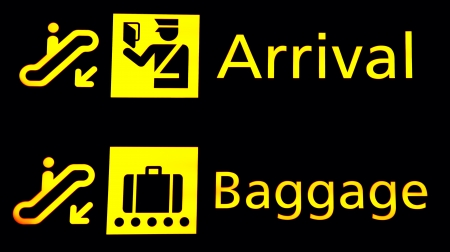 공항에 도착하고 Baggege 표지판 스톡 콘텐츠