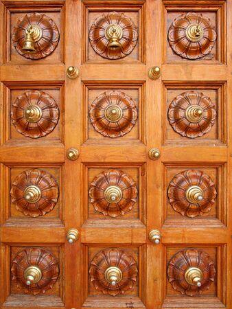 ornated: Porta ornato del tempio ind�