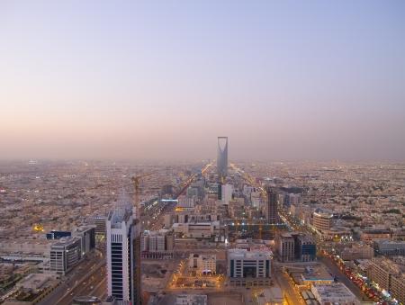 RIYADH - 22 december: Kingdom toren op 22 December 2009 in Riyadh, Saudi-Arabië. Kingdom Tower is een business-en congrescentrum, shoping winkelcentrum en een van de belangrijkste bezienswaardigheden van stad Riyadh Redactioneel