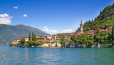 세르 노비 오 마을의 파노라마 뷰 (코모 호수, 이탈리아) 스톡 콘텐츠