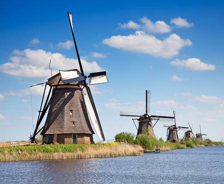 Kinderdijk, 네덜란드 근처 고대의 풍차 스톡 콘텐츠