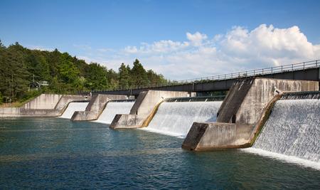 Dam van de waterkracht satie op tghe Rijn