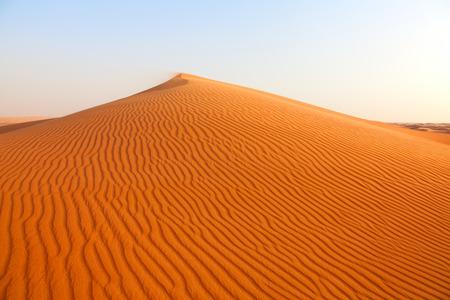 """두바이, 아랍 에미리트 근처의 붉은 모래 """"아라비아 사막"""""""