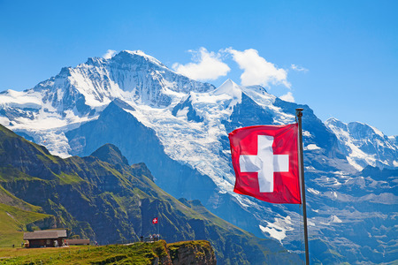 Swiss flag on the top of Mannlichen (Jungfrau region, Bern, Switzerland) 免版税图像