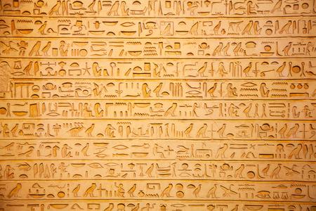 Egyptische hiërogliefen op de muur