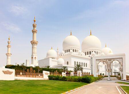 sheikh zayed mosque: Famous Sheikh Zayed mosque in Abu Dhabi, United Arab Emirates Stock Photo