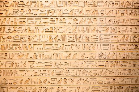 Egyptische hiërogliefen op de muur Stockfoto