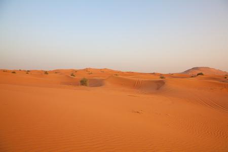"""Sable rouge """"de désert d'Arabie» près de Dubaï, Émirats arabes unis"""