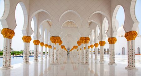 abu dhabi mosque: ABU DHABI, UAE - APRIL 23, 2014: Inner courtyard of Sheikh Zayed Mosque in Abu Dhabi. Mosque designed by Yusef Abdelki and opened in 2007.