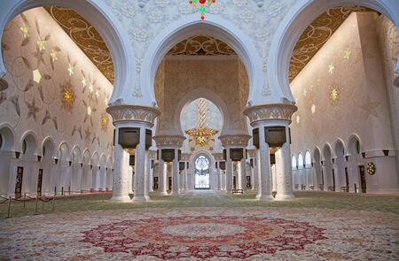 abu dhabi mosque: ABU DHABI, UAE - APRIL 23, 2014: Interior of Sheikh Zayed Mosque in Abu Dhabi. Mosque designed by Yusef Abdelki and opened in 2007.