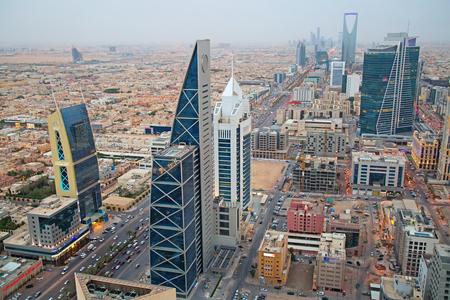 리야드 -8 월 22 일에 (서) : 리야드 시내 리야드, 사우디 아라비아에서 2016 년 8 월 22 일에 공중보기.