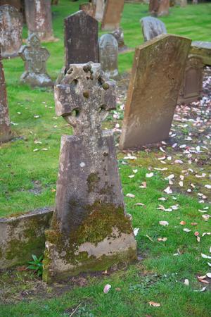 memorial cross: Lápidas en el cementerio abandonado