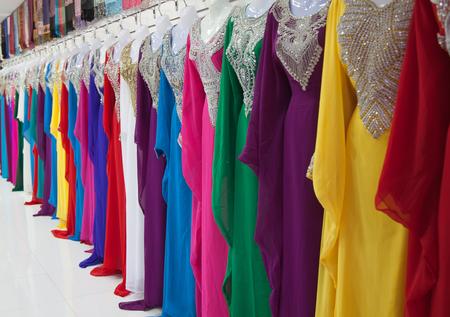 bailarinas arabes: Textile souk (market) in Dubai, United Arab Emirates Foto de archivo