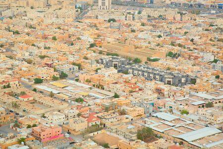 RIYADH - 21 DE AGOSTO: Vista aérea de Riyadh el céntrico el 21 de agosto de 2016 en Riyadh, la Arabia Saudita. Foto de archivo - 83326773