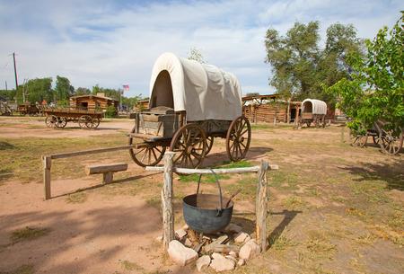 アリゾナ州とユタ州の間の国境に野生の西の開拓者の昔の前哨基地