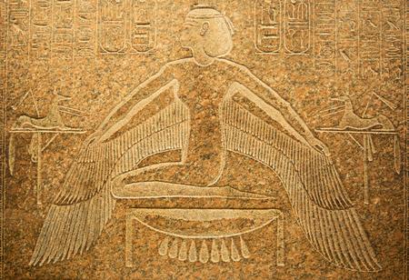 벽에 이집트 상형 문자