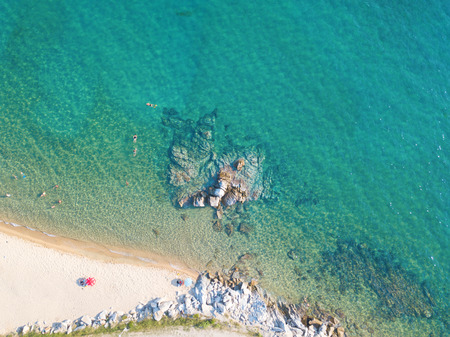 Aerial photo of the beautiful beach on Sitonia, Chalkidiki region, Greece Imagens