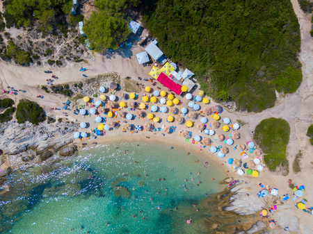 Aerial photo of the beautiful beach on Sitonia, Chalkidiki region, Greece 免版税图像