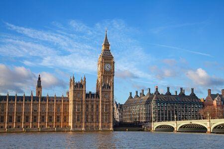 Słynna wieża zegarowa Big Bena w Londynie, Wielka Brytania.