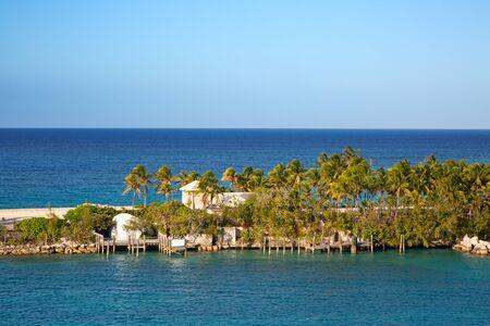 Cabbage beach on Paradise island in Nassau, Bahamas Banco de Imagens - 132114231