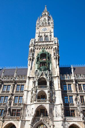 Main square of the Munich, Germany - Marienplatz (Marian square). The old and new city halls, Marian column, church Frauenkirche and Fish's fountain together are forming unique architectural style of the square Stockfoto - 130069624