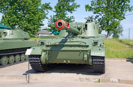 Vehículo blindado soviético en la demostración Foto de archivo