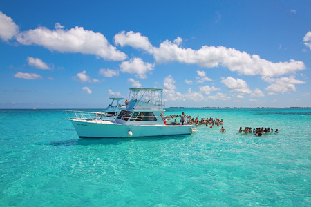 GEORGE TOWN - February 16: Unidentified people visiting Stingray city on Gran Cayman on February 16, 2019 in George town, Cayman islands. Stigray city is famous snokerling spot visited on cruise in Ca 에디토리얼
