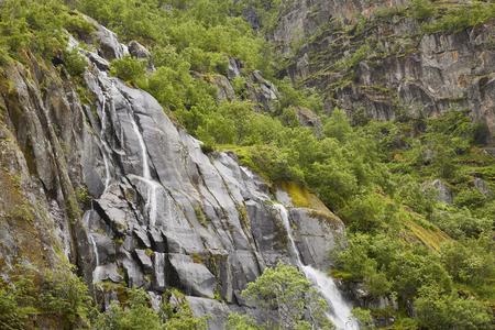Wasserfall Trollfjord, Lofoten, Norwegen