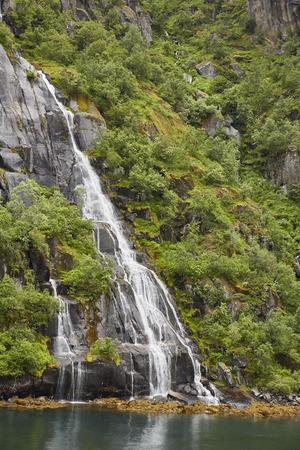 Wasserfall in Trollfjord Lofoten, Norwegen