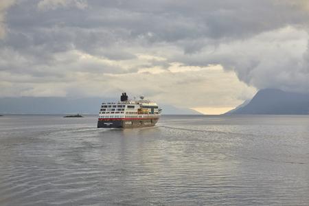 Hurtigruten Schiff in Norwegen, 15.07.2107