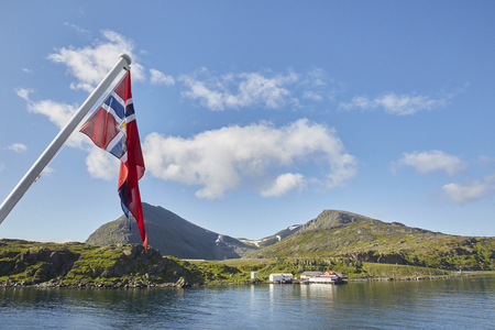 Kjollefjord Landschaft mit Flagge