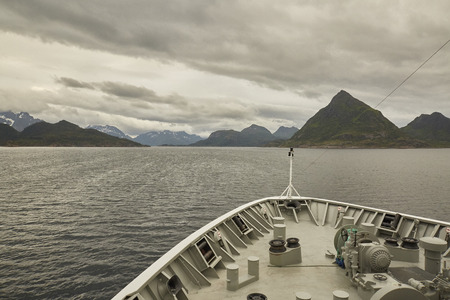 Hurtigruten Lofoten nach Mitternacht, Norwegen Lizenzfreie Bilder