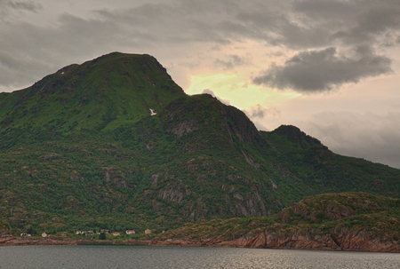 Late Night Sun und Landschaft Lofoten Hurtigruten Norwegen