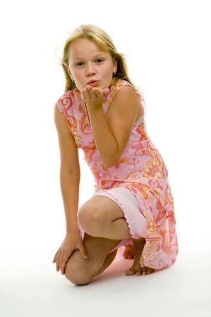 Senden Mädchen einen Kuss isoliert auf weißem Hintergrund Lizenzfreie Bilder - 5351275