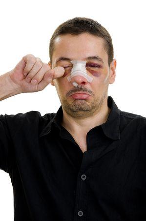 unequal: roto la publicaci�n en la nariz, aislado en blanco