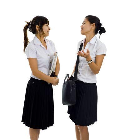 uniforme: hermosos estudiantes asi�tico, tener una discusi�n, aislada en blanco Foto de archivo