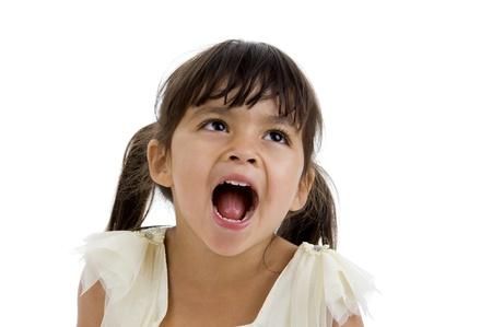 boca abierta: Retrato de una ni�a feliz Linda, aislada en fondo blanco