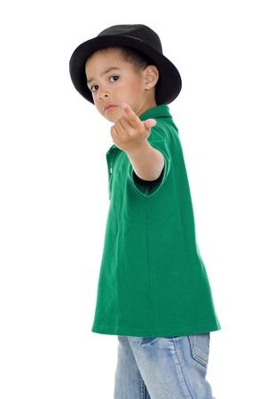 seguito: cute little boy con seguire-me gesto, isolato su sfondo bianco