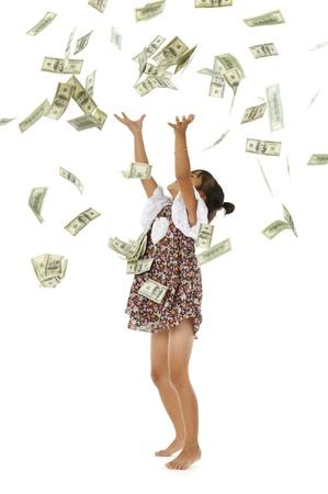 money flying: niña bonita lanzar billetes de 100 dólares, aislados en fondo blanco Foto de archivo