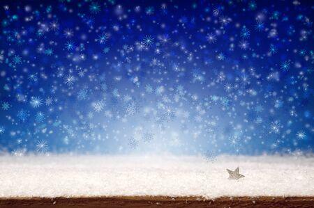 copo de nieve: Navidad del invierno de fondo. Nieve blanca y azul background.Christmas bokeh de fondo.