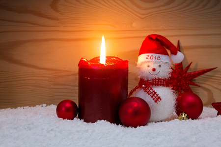 Szczęśliwego Nowego roku 2018 tła z Świeca Snowman i Adwent.