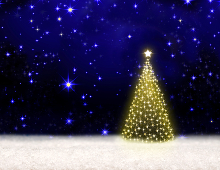 Winterweihnachtshintergrund. Goldener Weihnachtsbaum lokalisiert auf Nacht spielt Himmel die Hauptrolle.