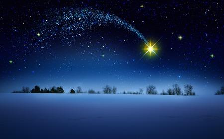 Stella di Natale e cielo astratto blu. Fondo di Natale.