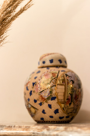 a good looking chinese traditional vase. this object portrait got high contrast. 스톡 콘텐츠