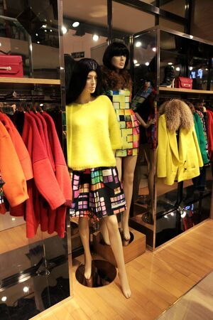 ccedil: Women  's clothing store