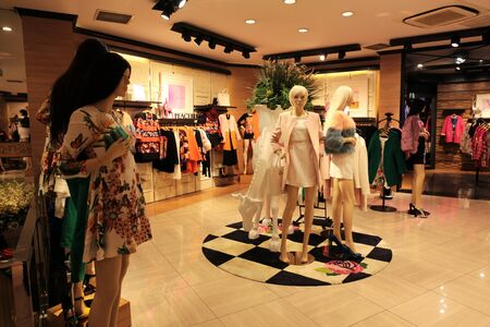 clothing store: Women  's clothing store