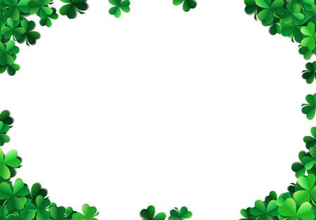 Fond de Saint Patricks avec des feuilles de trèfle pulvérisées ou des trèfles