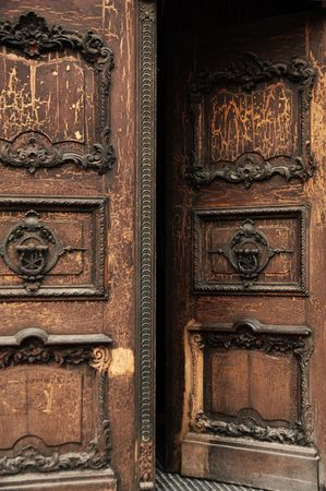 smithery: Old door with crackles, woodcutting and blacksmithing Stock Photo